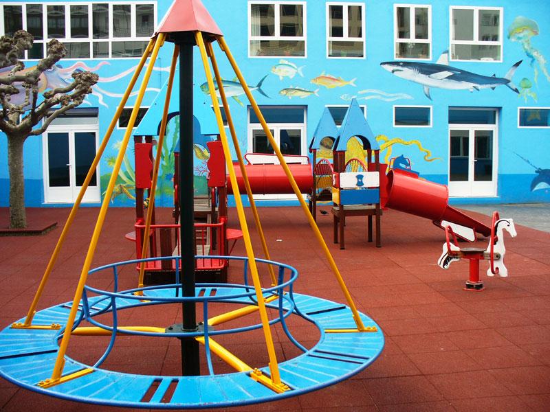 colegio-nino-jesus-instalaciones-patio-azul-columpios